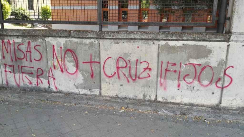 Una de las pintadas aparecidas en los muros de la Universidad Rey Juan Carlos.