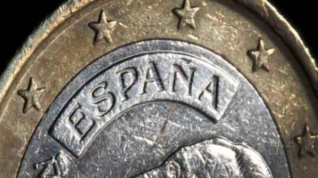 Una moneda española de un euro.