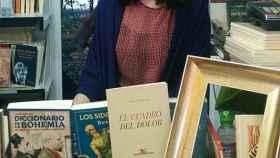 Ana Castro, en la caseta de Renacimiento en la pasada Feria del Libro de Madrid