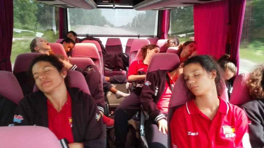 La selección española de voleibol, durante el viaje.