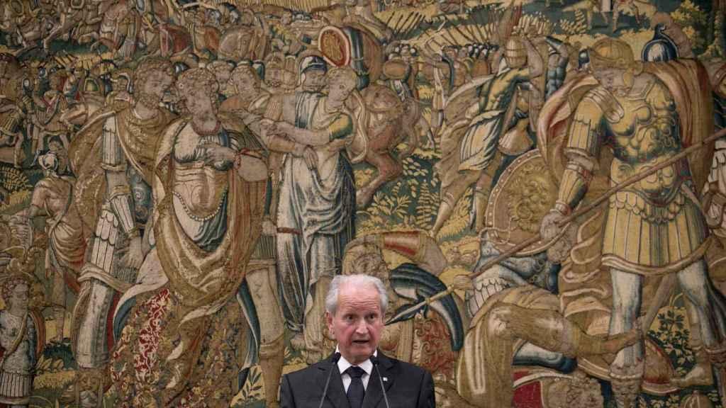 El expresidente del Parlamento Vasco, Juan María Atutxa, interviene en el acto de homenaje.