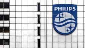 Exterior de una de las centrales de Philips, de imagen de archivo.