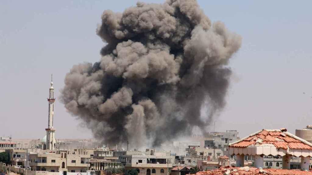 Explosión tras un bombardeo en la ciudad siria de Deraa