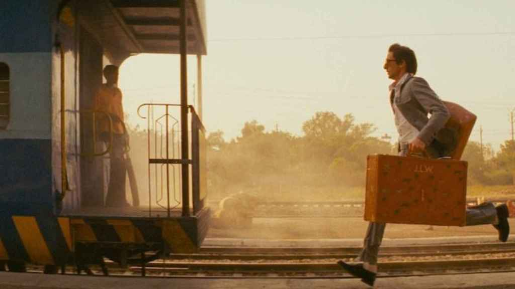 Adrien Brody, en una escena de la película Viaje a Darjeeling (2007), comedia dirigida por Wes Anderson.