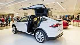 El Model X de Tesla en la 'pop up store' de El Corte Inglés de Marbella.