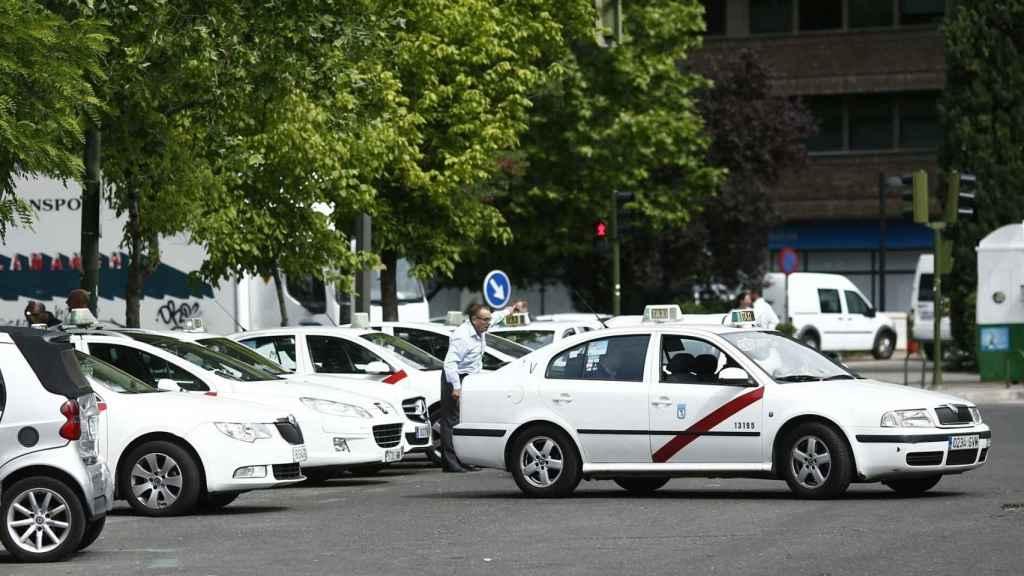 Una parada de taxis.