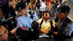 Joshua Wong en el momento de su detención