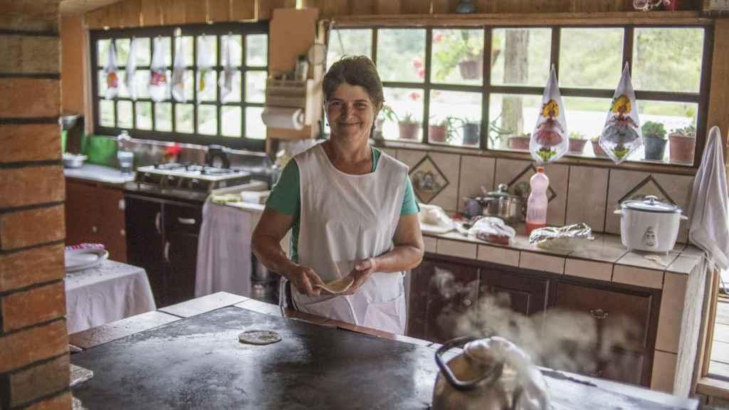 Doña Olga comparte los secretos de la cocina que le enseñaron sus abuelos en su casa de Bajos del Toro