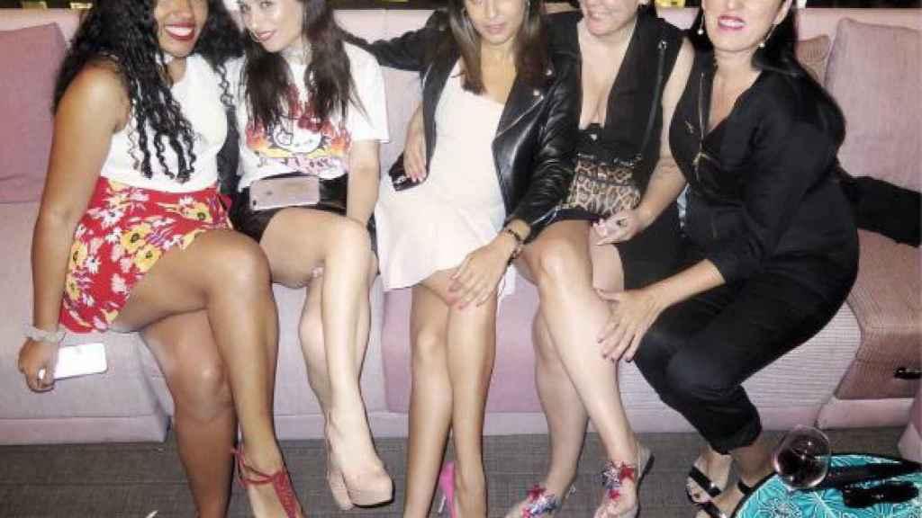 Las incondicionales amigas de Pelayo, disfrutando de la fiesta de su cumpleaños.