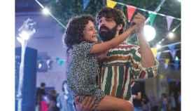 Frida con su tío en la película
