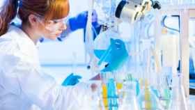 Una mujer en el laboratorio