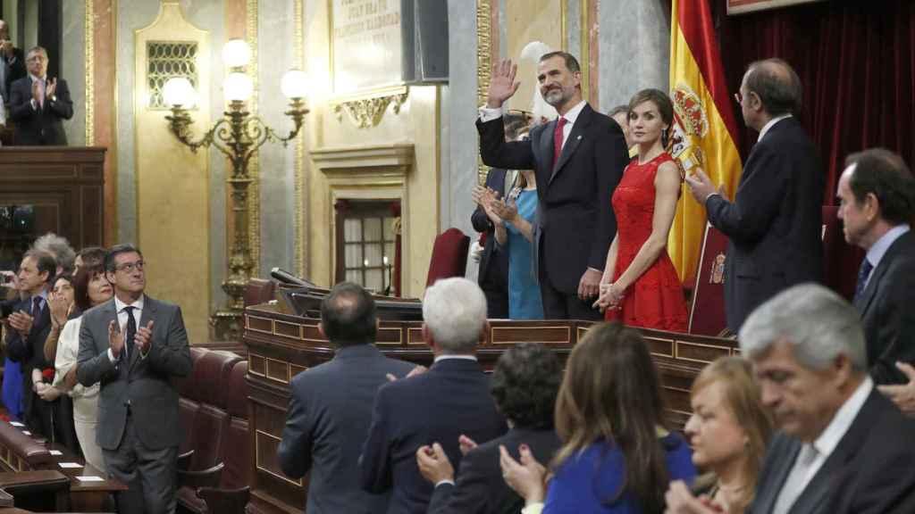 El Rey Felipe II saludando al Congreso de los Diputados