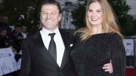 Sean Bean y su ya mujer Ashley Moore.