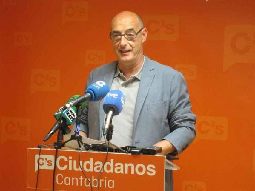 Félix Álvarez durante una rueda de prensa en Ciudadanos Cantabria.