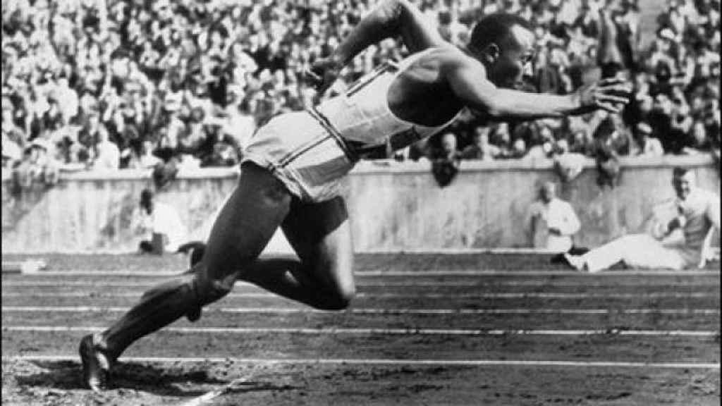 Jesse Owens, durante los Juegos Olímpicos de Berlín 1936.