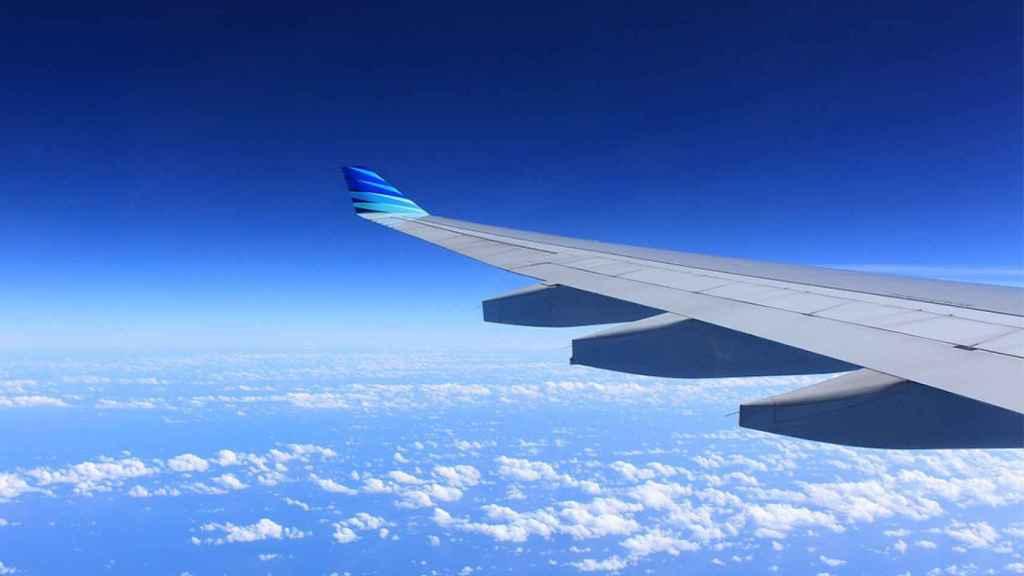 avion cielo mar
