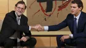 Rivera y Rajoy tras el acuerdo.