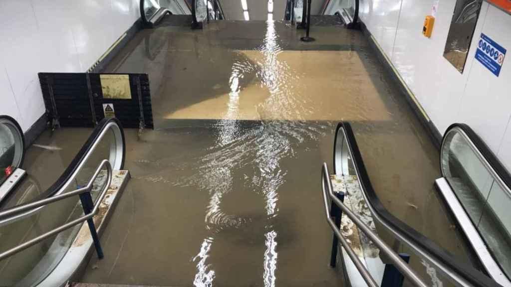 Así quedó la estación de Valdezarza, Madrid, tras la tormenta.
