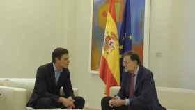 Rajoy y Sánchez, durante su reunión en la Moncloa.