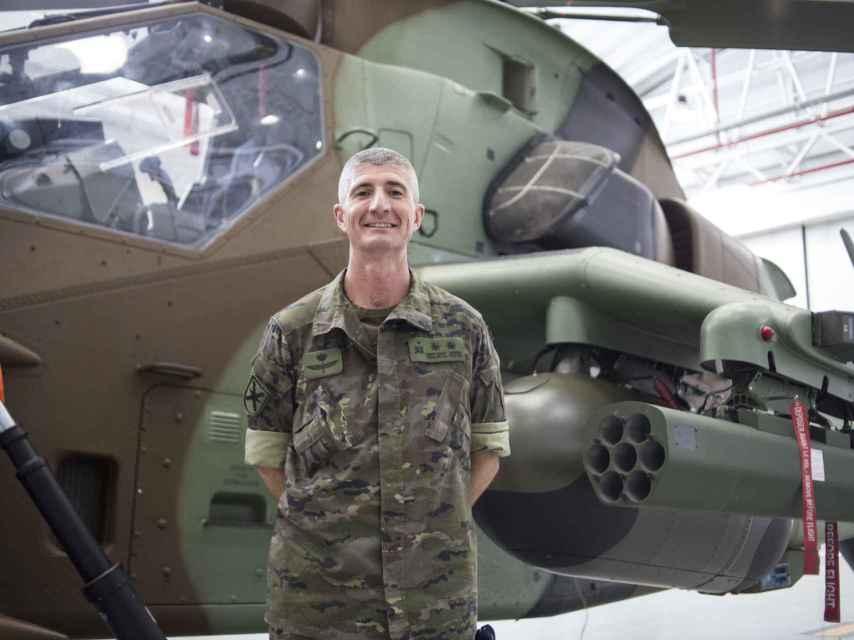 El Capitán Santiago Fernández Ortiz-Repiso era el piloto del helicóptero 'señuelo'.  Si los marroquíes disparaban, mejor que fuese contra nosotros.