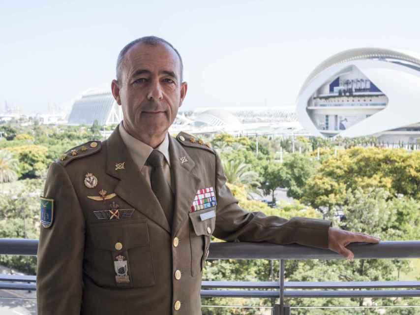 El Comandante Vicente León Zafra era el jefe del escuadrón de helicópteros en aquella misión. No sabíamos cuántas personas podía haber en la isla.