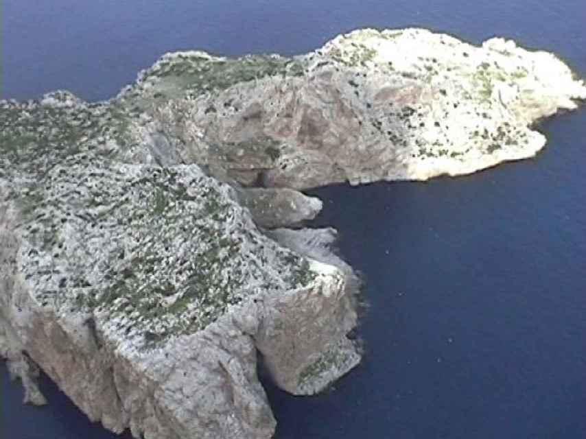 Fotografía del islote desde uno de los helicópteros de la misión. Tomada el 17 de julio de 2002.