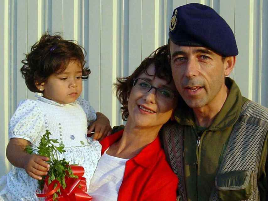 Vicente León Zafra con su mujer y su hija, tras volver de la operación. Se dejó el móvil encendido y ella escuchó prácticamente todo. ¡Casi me mata!.