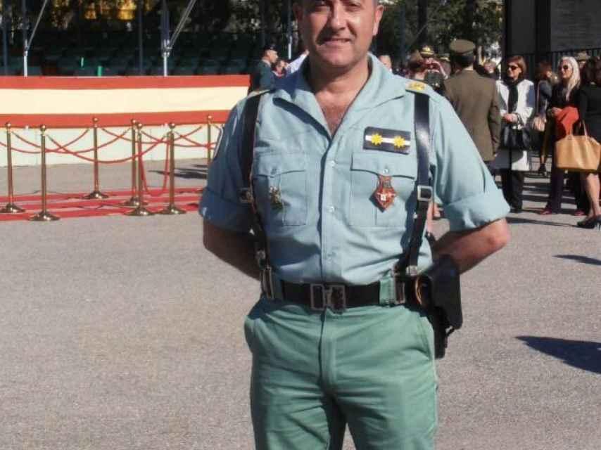 Antonio García Navarro es comandante. Era el jefe de la compañía de Operaciones Especiales,  la que saltaría sobre la isla y capturaría a los marroquíes que la habían tomado.