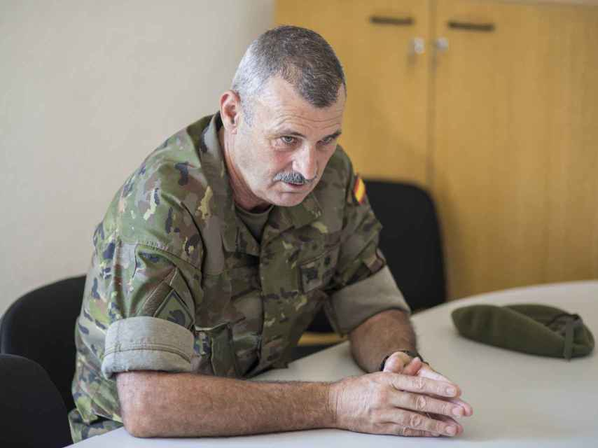 El teniente Fernando Jordá Sempere, tirador de precisión, explica los entresijos de la toma de la isla de Perejil.