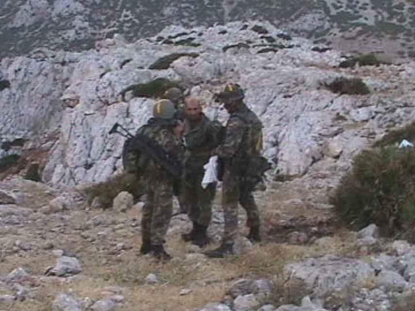 Uno de los momentos de la toma del islote. En ese momento, los soldados han entrado ya en el territorio conflictivo.