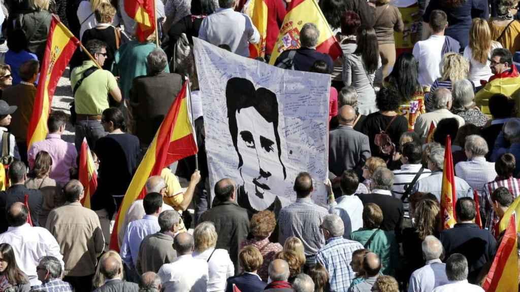 Manifestación en contra del asesinato de Miguel Ángel Blanco.