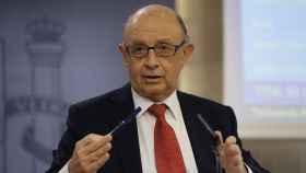 El ministro de Hacienda, Cristóbal Montoro, durante la rueda de prensa.