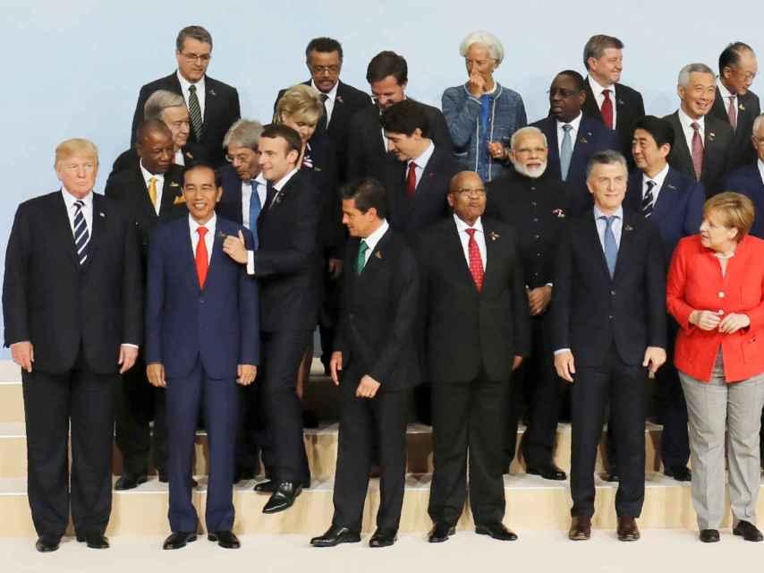 Trump, relegado a la esquina en la foto oficial de familia del G20