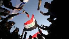 Tropas del ejército de Irak celebran la derrota del Estado Islámico en Mosul. / Reuters