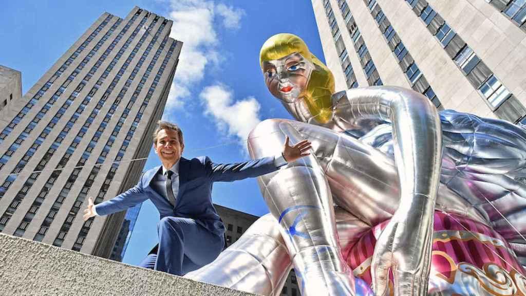 El artista Jeff Koons en una de sus poses favoritas.