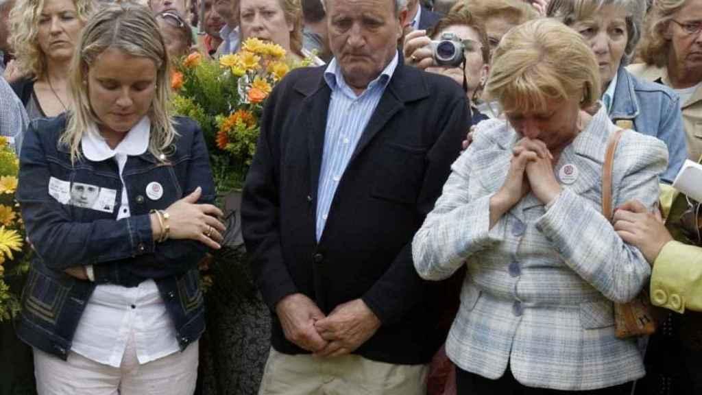 Los padres y la hermana de Miguel Ángel Blanco, a la espera de la trágica noticia.