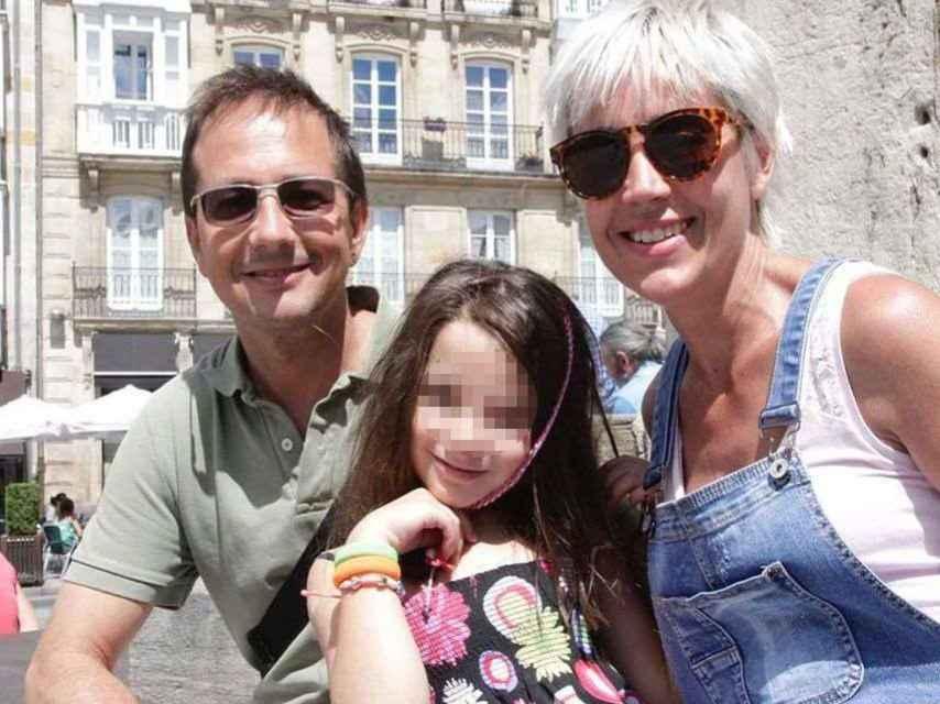 Nahia junto a sus padres.