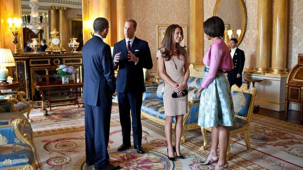 El príncipe Guillermo y Kate Middleton reciben a Obama en la suite belga del Palacio de Backingham.