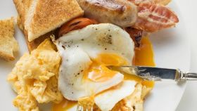 Un desayuno continental mezcla alimentos con buena y mala prensa de todos los tiempos.