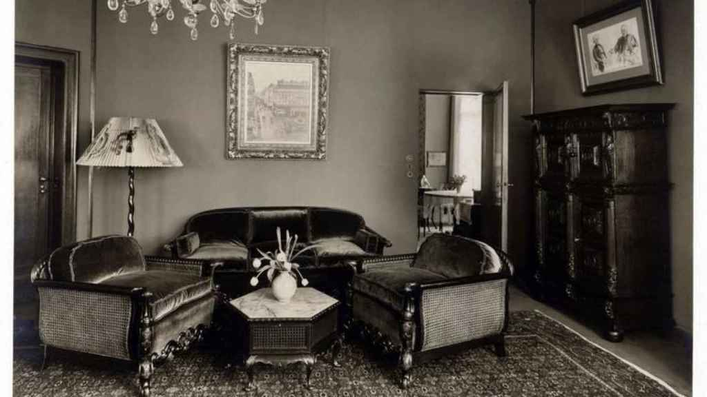 El cuadro de Pissarro en el salón de la abuela Lilly Cassirer, en 1939.