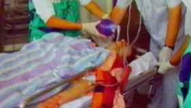 Los servicios de emergencias atienden a Miguel Ángel Blanco tras recibir los dos tiros de Txapote.