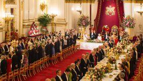 Panorámica de la cena de gala que Isabel II  ha ofrecido a Felipe VI y Letizia.