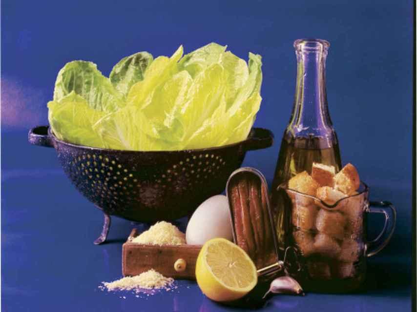 Ingredientes para una ensalada César original.