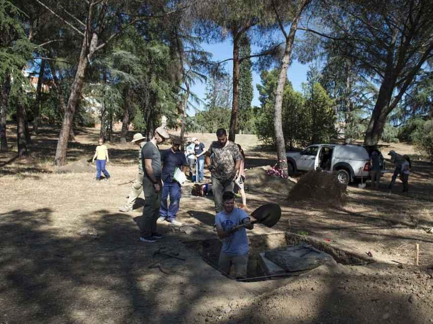 Trabajos del equipo de Alfredo González-Ruibal cerca del Clínico, sobre los restos del asilo de Santa Cristina.