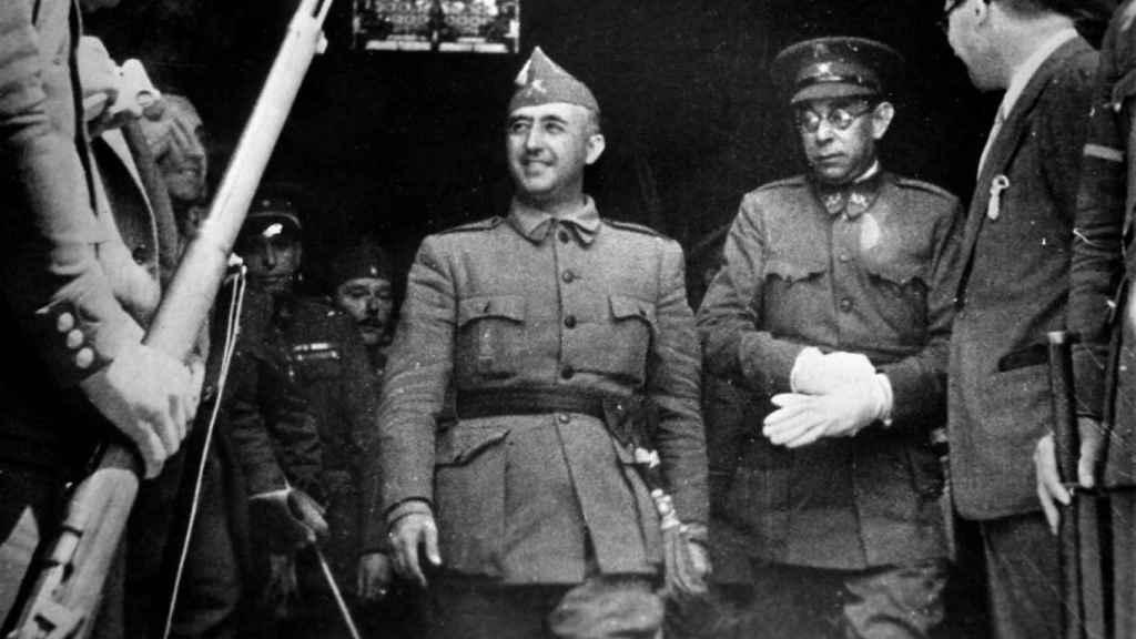 Franco, con el general Mola en el 18 de julio de 1936, día en que se alzaron en armas los nacionales.