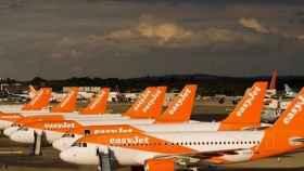 Imagen de varios aviones de la británica easyJet.
