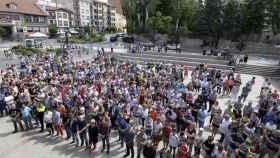 Concentración de vecinos en Sabiñánigo por la muerte de la niña Naiara.