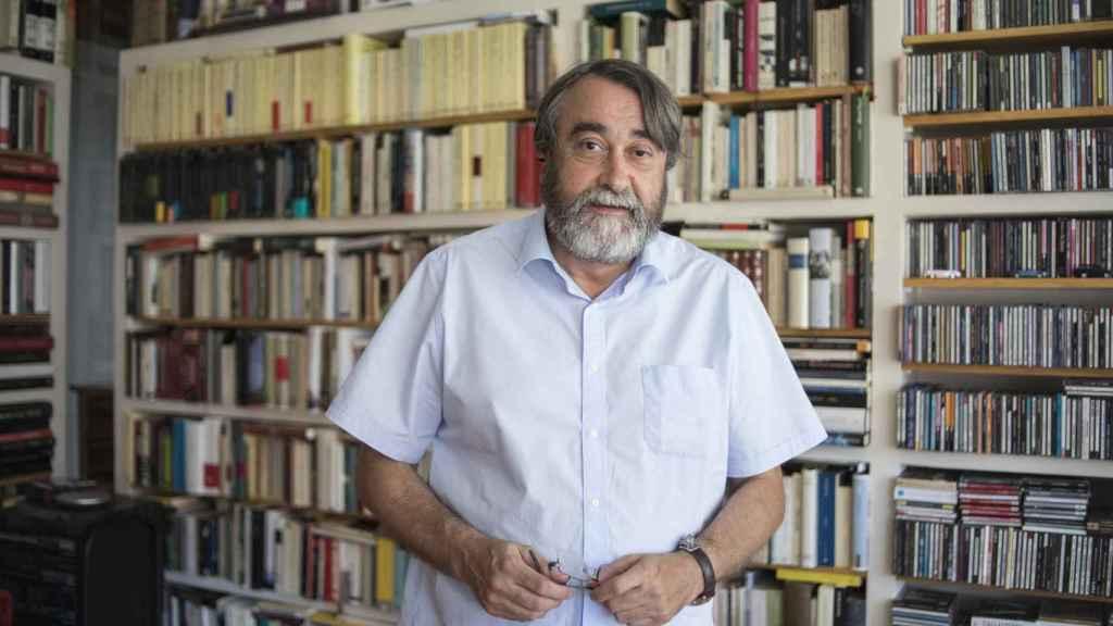 El periodista Pedro Cuartango en su domicilio.