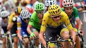Froome y Aru encabezan el grupo de los favoritos en una de las etapas de este Tour.