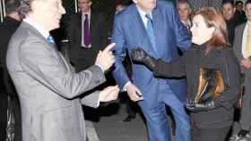 Mauricio Casals (derecha), junto a José Creuheras (izquierda) y la vicepresidenta del Gobierno.